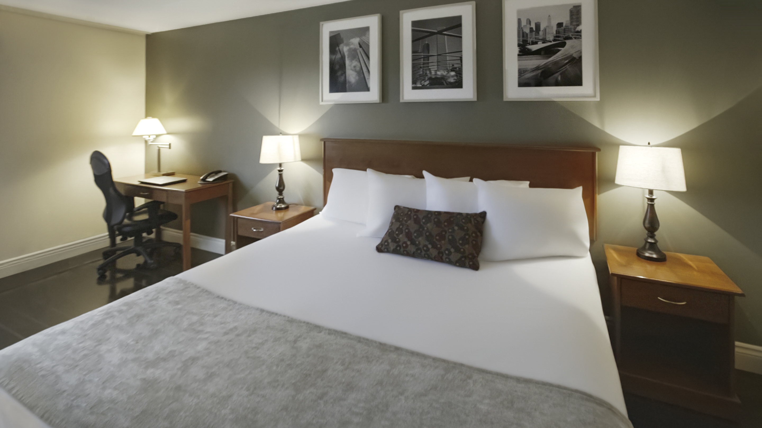 8591.11614.sydney.hearthstone-inn-sydney.room.business-room-king-bed.01